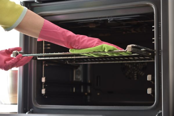 3 Simple Oven-Cleaning Hacks From the Pros